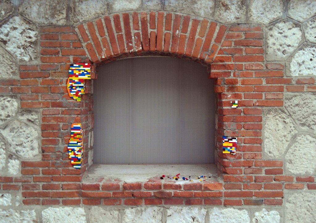 Lego Repair Matadero Madrid - by Arne Hendriks - CC-BY